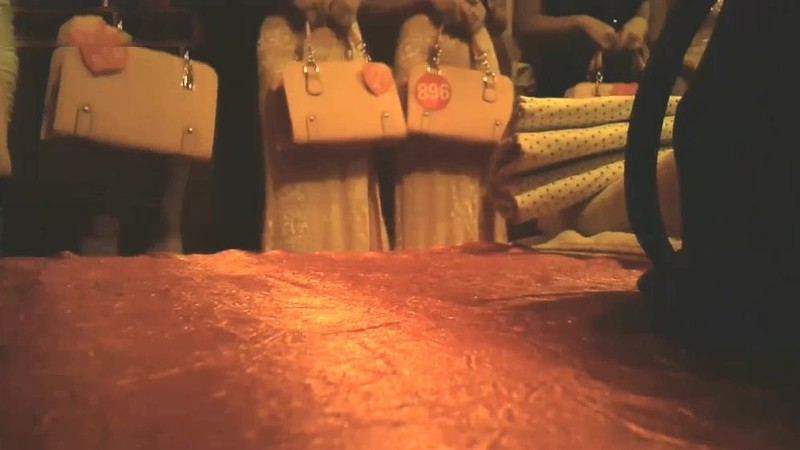 91大神高级会所潇洒这么多女公关任群挑选挑了个高挑黑丝长发妹床上床下抱起来爆插干的嗷嗷叫估计高潮了720P